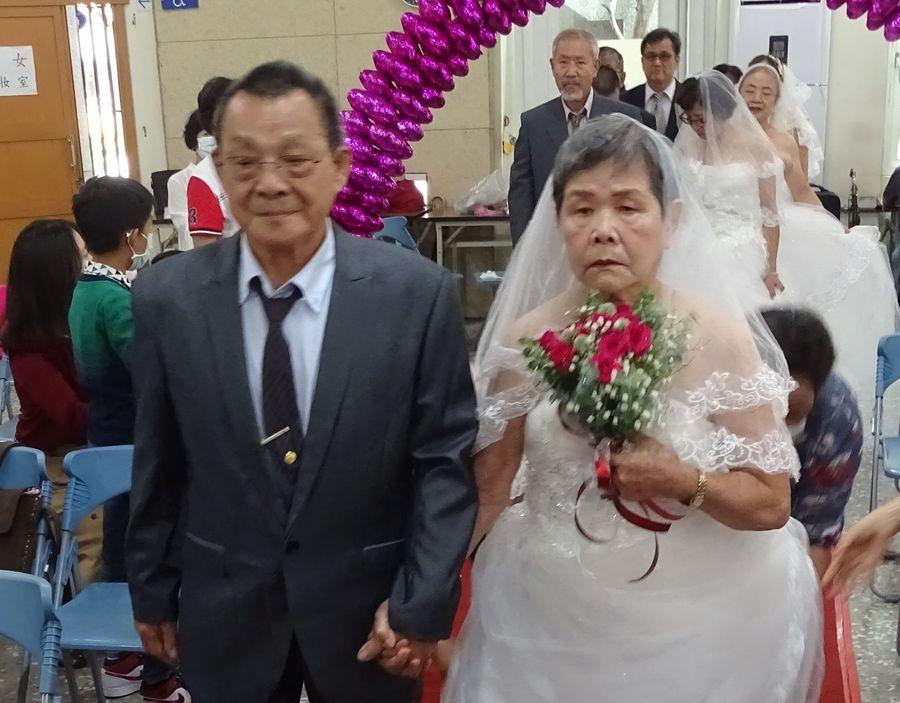91歲王天財與84歲廖錦英 結婚63年後首次踏上紅地毯