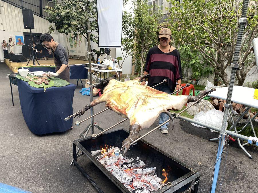民眾大啖「巴萊豬」 飲食文化展在逢甲商圈受歡迎