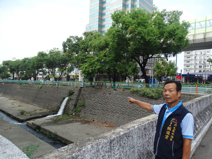中清路捷運車站附近違規停放機車多 水湳賴里長建議在溪上加蓋建停車塔
