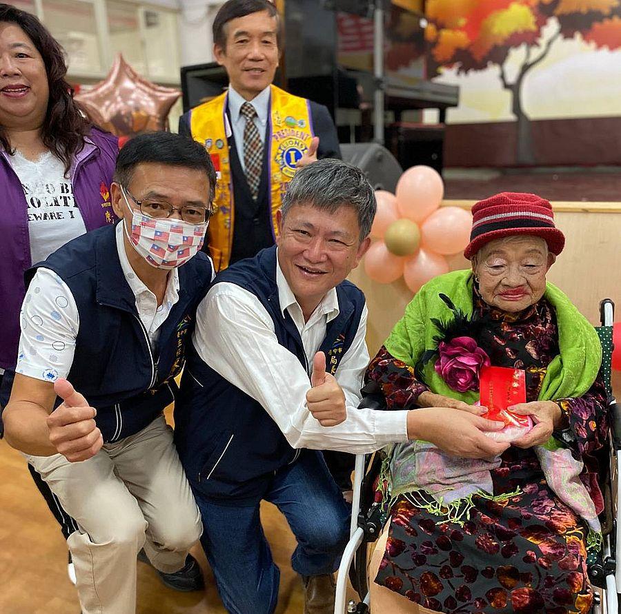 台中仁愛之家提前慶重陽 學生勁歌熱舞讓「老少共融」
