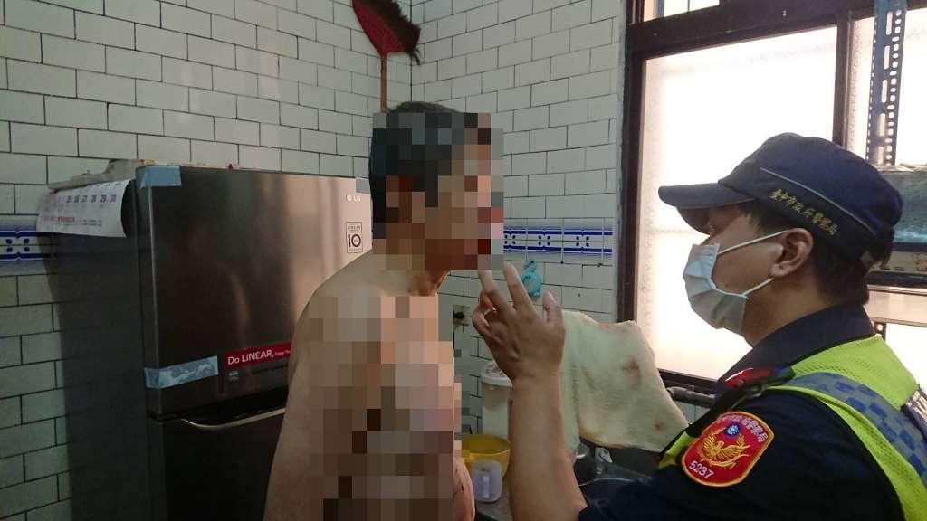 男子馬路上癲癇發作跌傷 員警發揮愛心幫忙止血