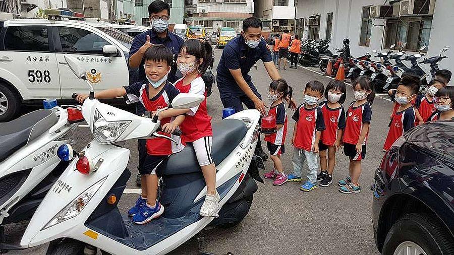 幾歲可考機車駕照?幼童回答三歲