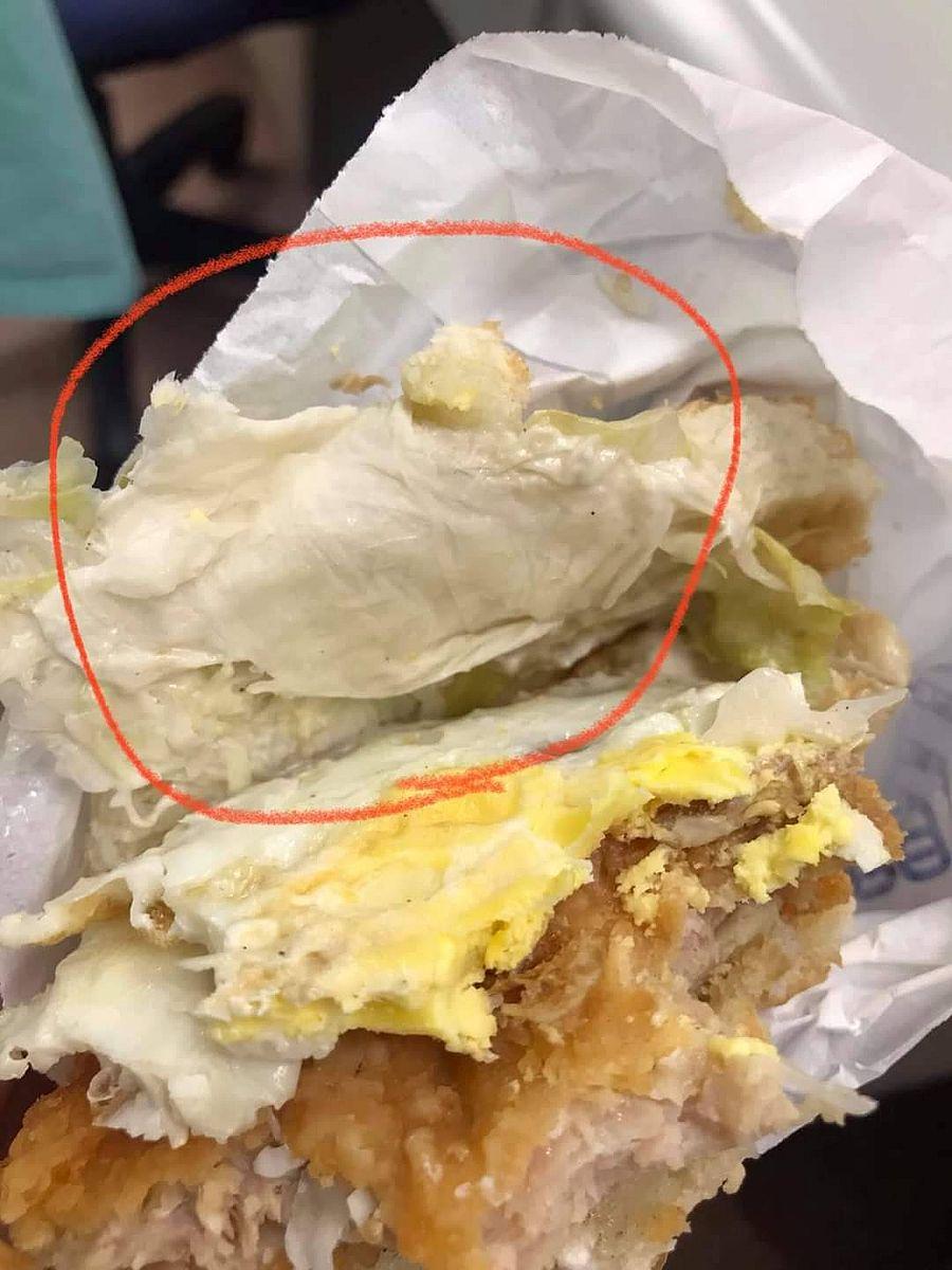 噁!連鎖早餐店漢堡夾衛生紙 顧客氣到PO文舉發