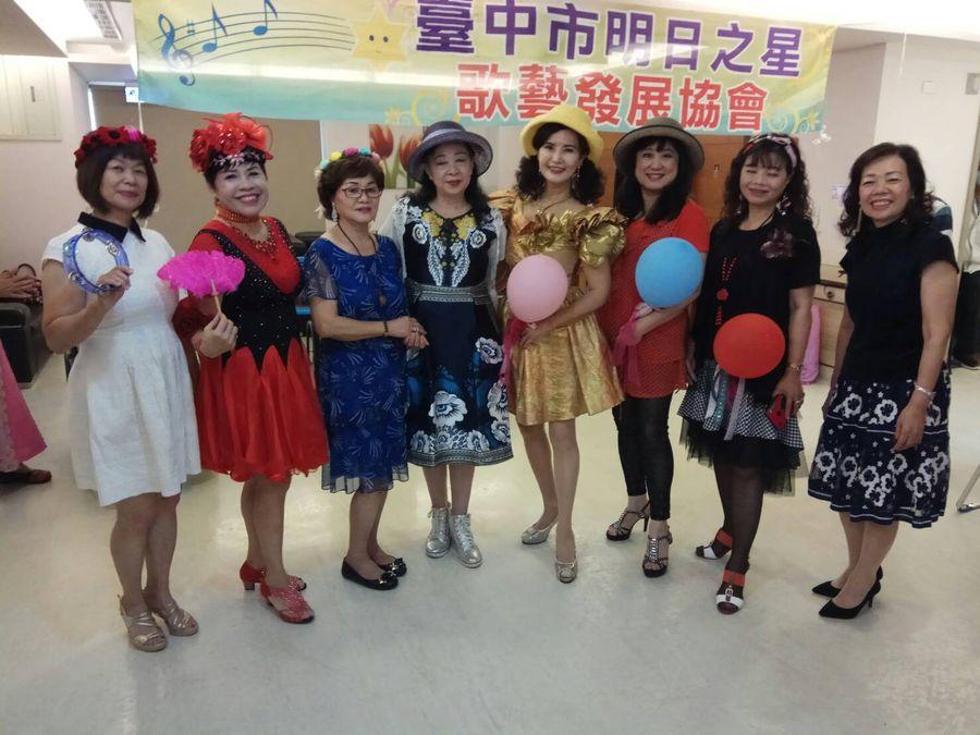 九九重陽70歲志工媽媽們     慰問護理之家的長照長輩
