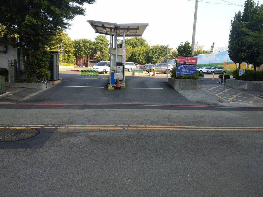 賴義鍠議員希望改善崇德殯儀館 停車場入口畫雙黃線引民怨問題