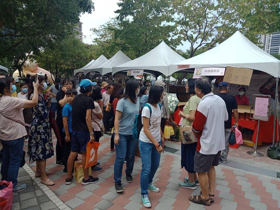 台中太陽餅文化節超萌 千人野餐趣買氣強強滾