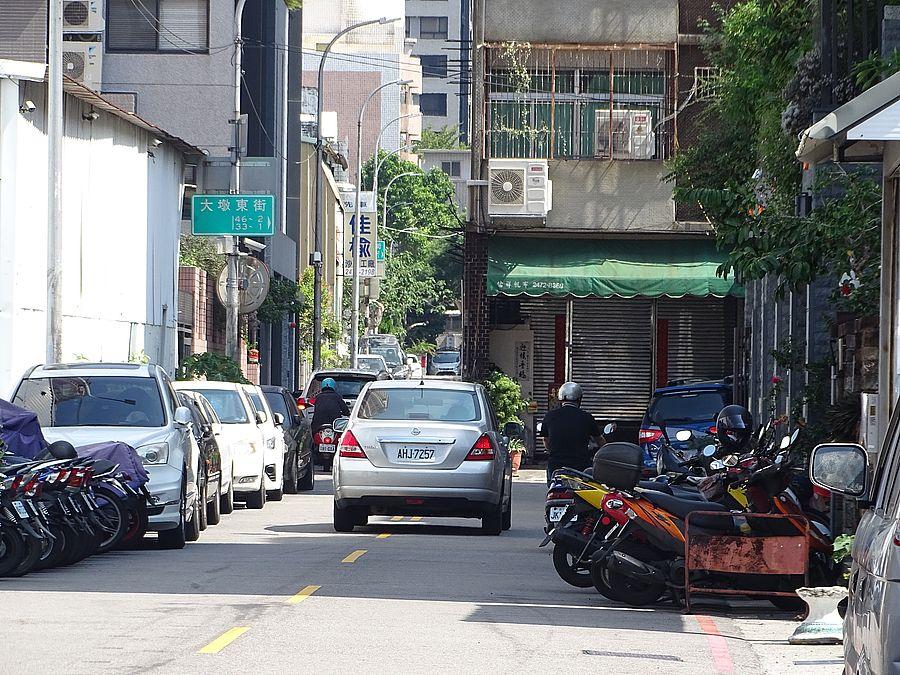 南屯大墩三街8米道變4米影響交通 里長王宗裕希望市府依市價徵收民房
