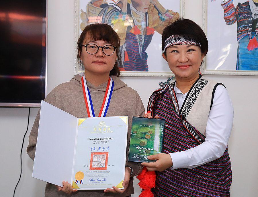 原住民青年導演Sayun Simung獲頒「台中市傑出人士獎章」