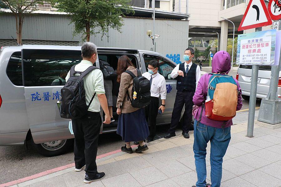 賀台中綠線捷運試營運 慈濟醫院松竹站開接駁車