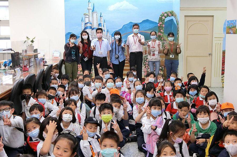 大雅戶政所學童參訪 推互動宣導寓教於樂
