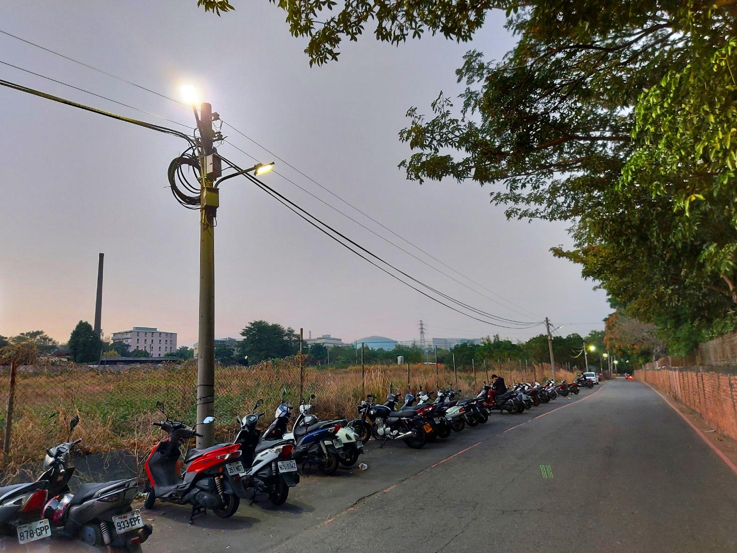 嶺東科大在校區無名巷加裝路燈
