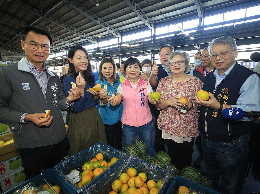 立院經濟委員會5日到台中果菜批發市場考察