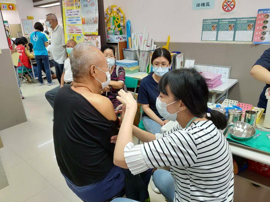 23日起合約醫療院所與衛生所 將重新開放流感免費疫苗施打