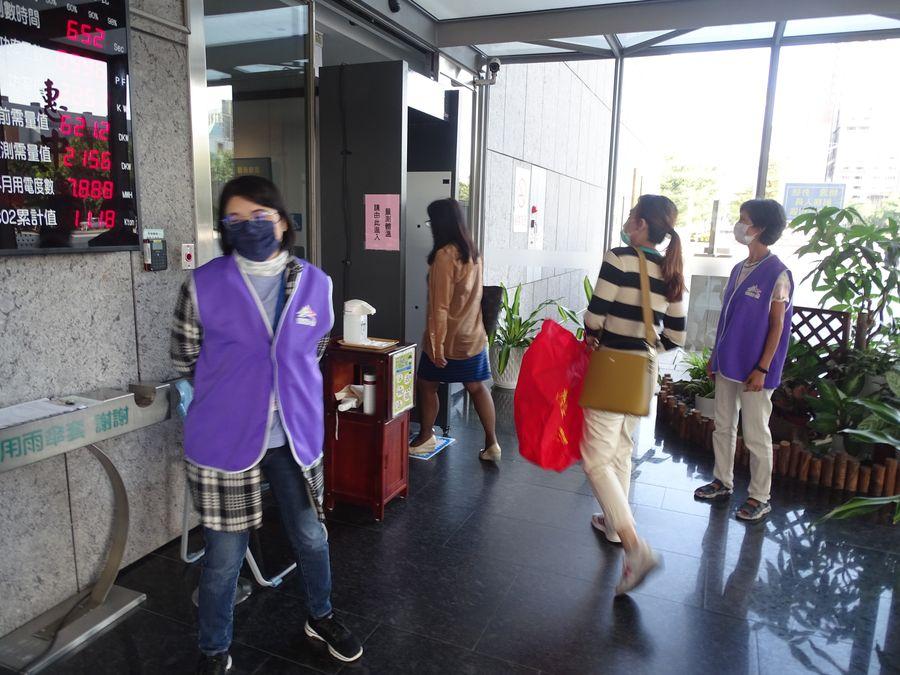 進入市府及所屬各機關洽公要全程佩戴口罩