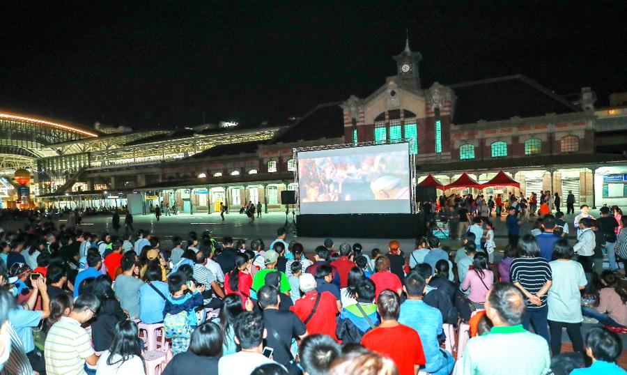 4日起一連3晚舊台中火車站前 新聞局舉辦「露天電影放映活動」