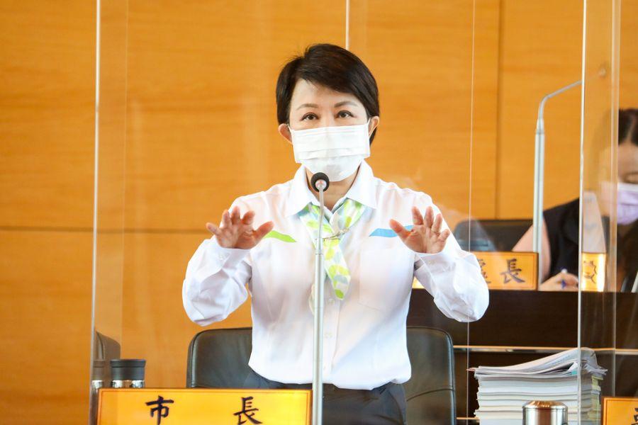 秋冬防疫專案上路    盧秀燕呼籲進入8大類場所佩戴口罩