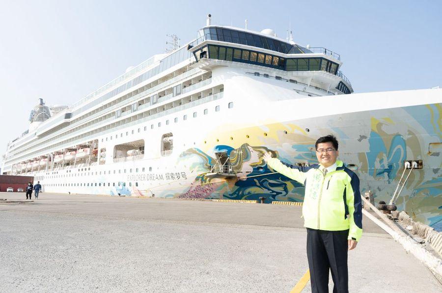 環島郵輪首靠台中港  帶來近千人國旅遊客