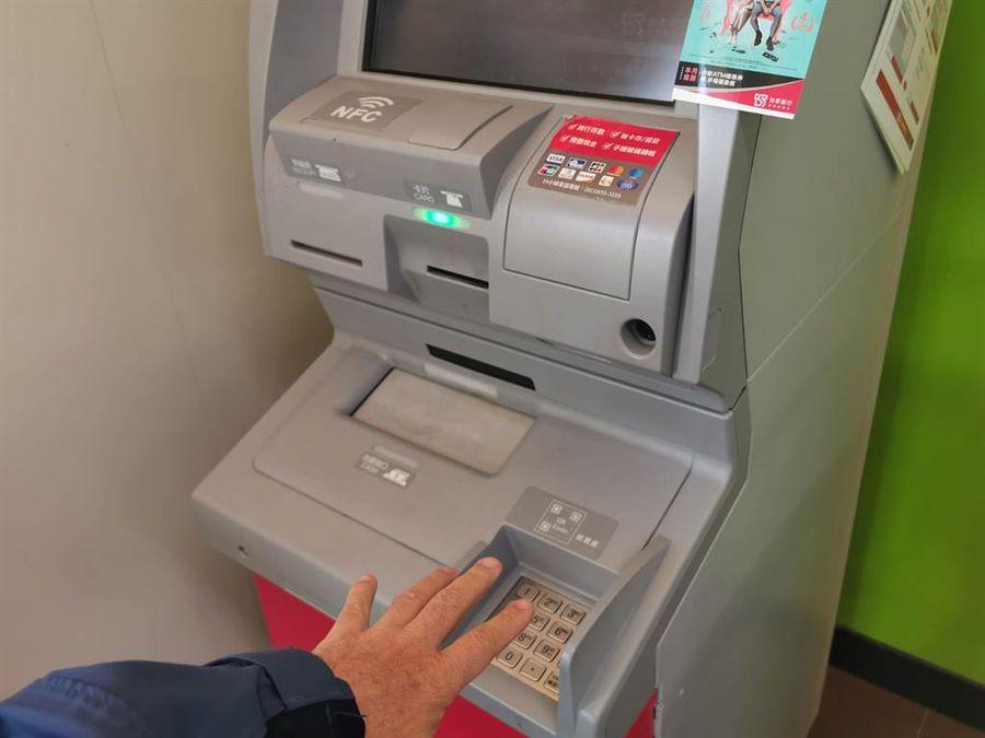 中南部紛傳無人超商提款機ATM失竊二嫌落網