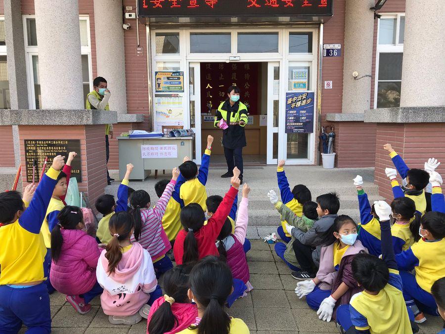 交通安全宣導  有獎徵答孩童參與踴躍
