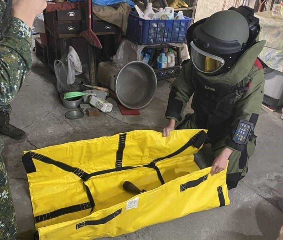 台中市大里老屋修水管 驚見未爆彈嚇壞水電工 所幸虛驚一場