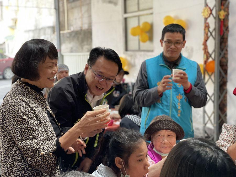 中華民國失智者照顧協會  為爺奶辦圍爐