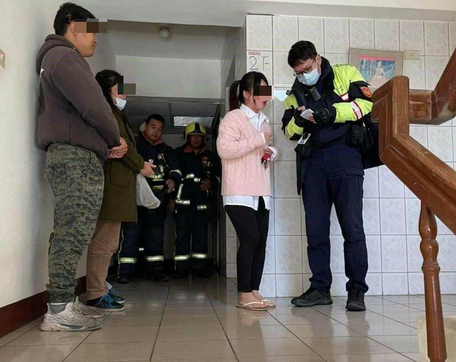 女子受困電梯1小時 警消搶救還放音樂安撫