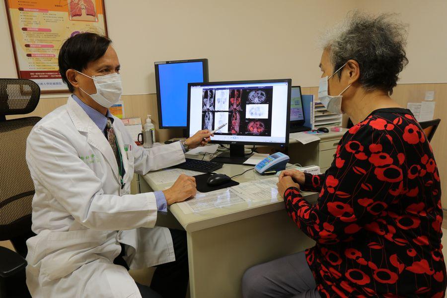 背痛莫輕忽!婦人彎腰取物突劇痛 竟是多發性骨髓瘤