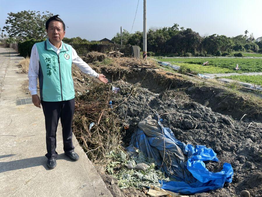 環中路旁遭違法偷倒廢棄物?  環保局:廠商將濕土暫放該處曝曬
