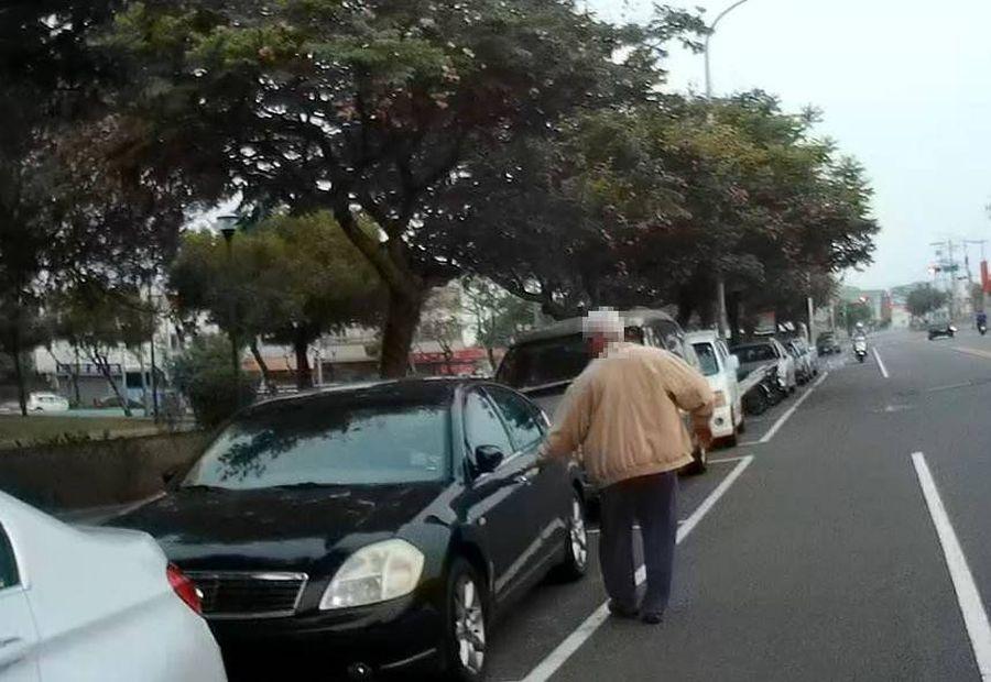 車停公園13小時未熄火 警急尋車主止血傷車