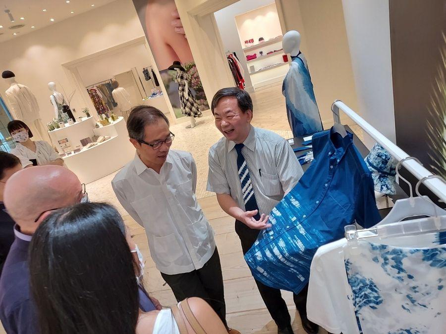 太平客家藍染服裝及飾品   巴拉圭駐華公使讚不絕口