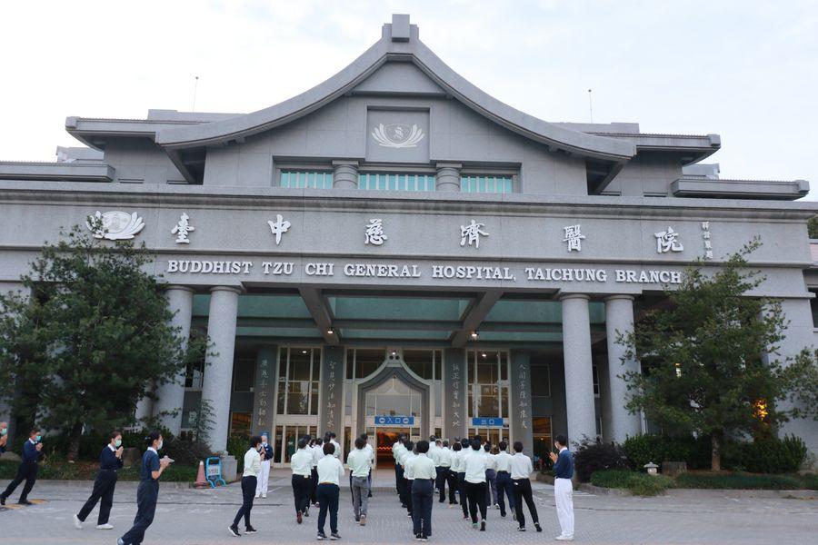 台中慈濟醫院同仁志工朝山 慶祝慈濟55周年