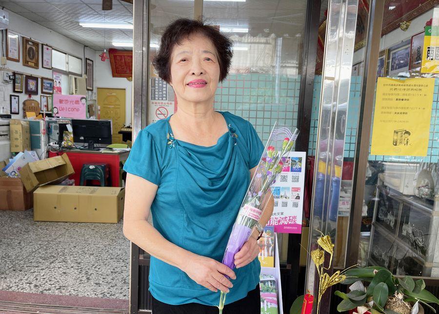 堅持再窮也不能窮教育 林劉貴媛獲選模範母親