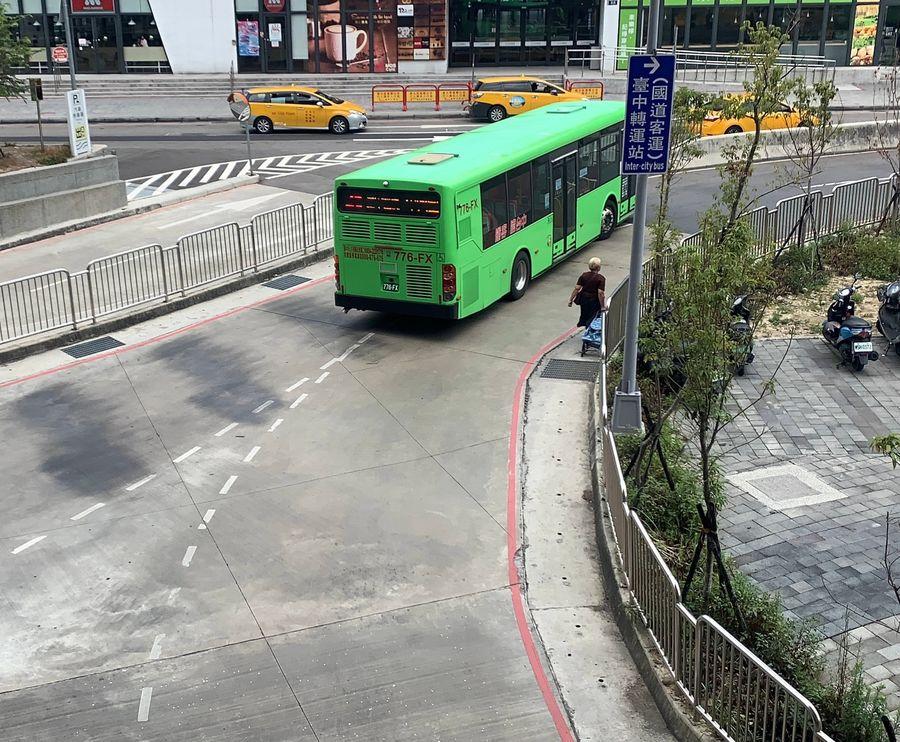 火車站前公車轉運站動線混亂  江肇國籲盧市長不要只顧動工剪綵