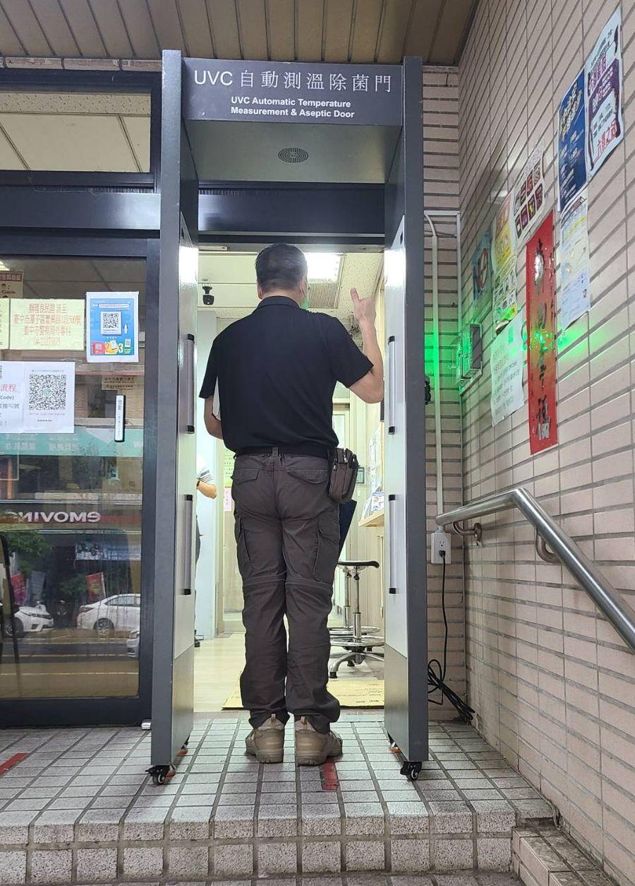 中市交大強化防疫   增設「自動測溫除菌門」