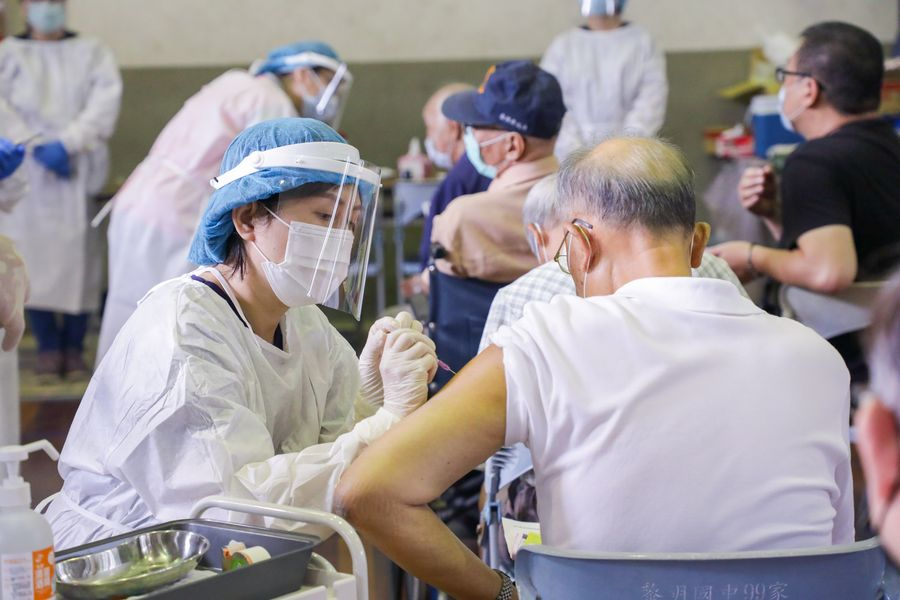 台中兩名老人施打AZ疫苗後死亡 衛生局釐清死亡原因中
