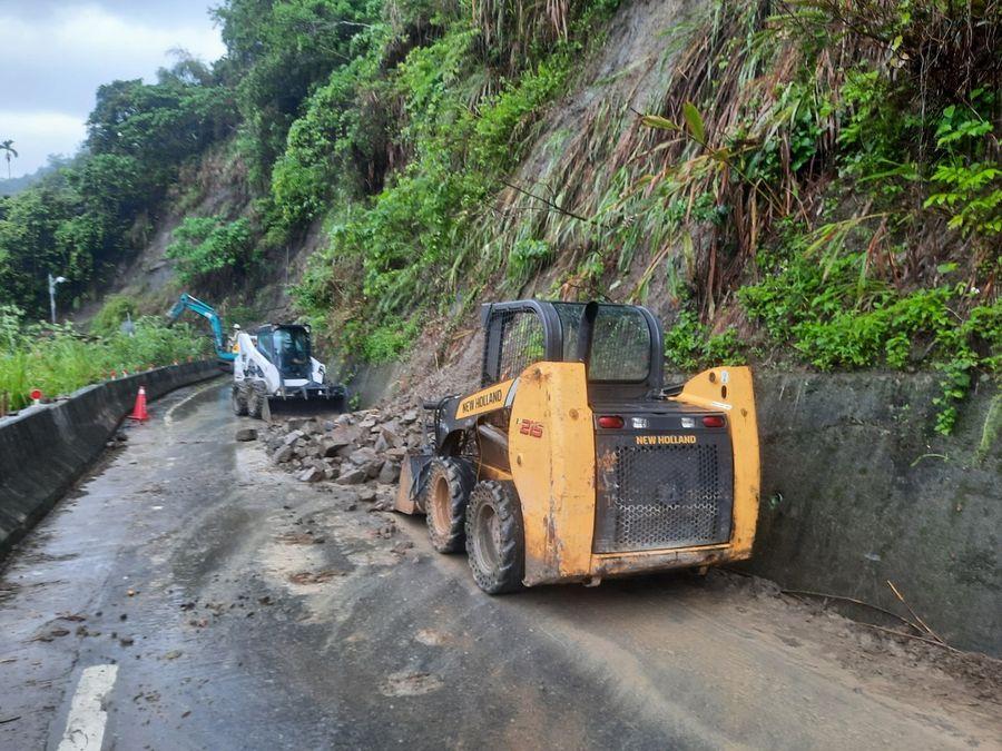梅雨鋒面致太平山區土石滑落 區公所全力搶通
