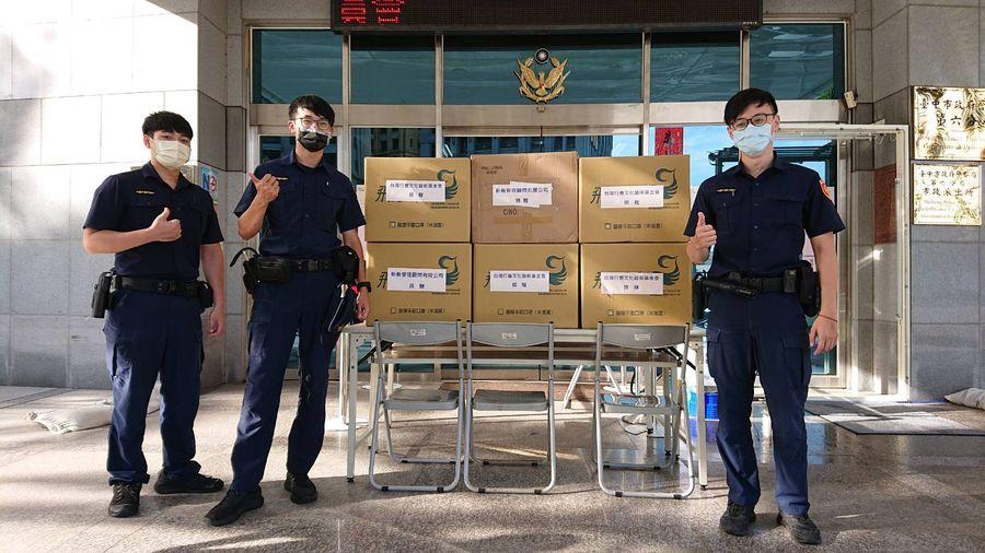 善心團體和企業  捐贈萬片口罩給警六分局