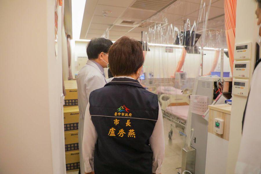 盧秀燕視察洗腎診所疫苗接種情形