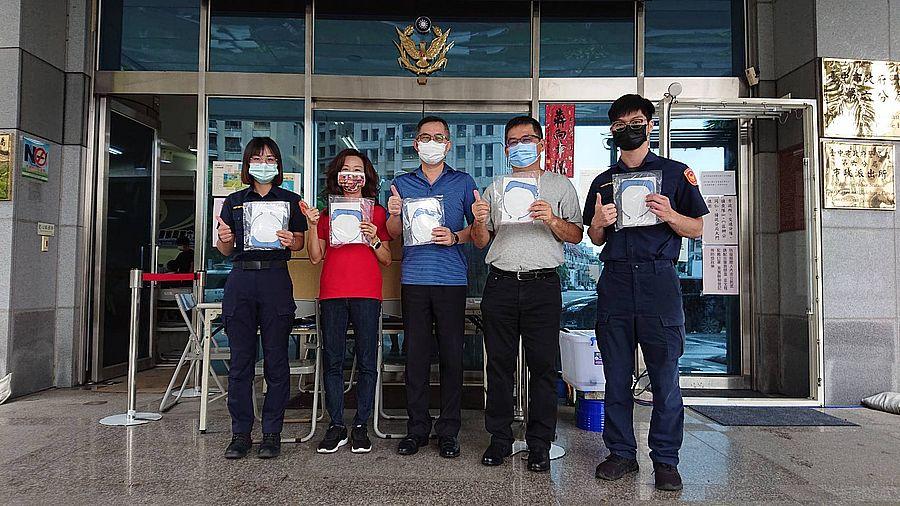 中市企業捐贈防護面罩  用行動力挺六分局