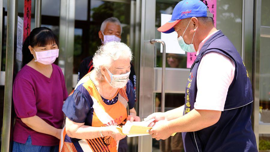 85歲以上長者15日起接種 市府發通知單讓長輩安心